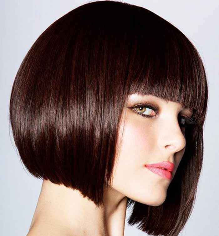 Look Seductive With These Short Straight Hairstyles Designs By
